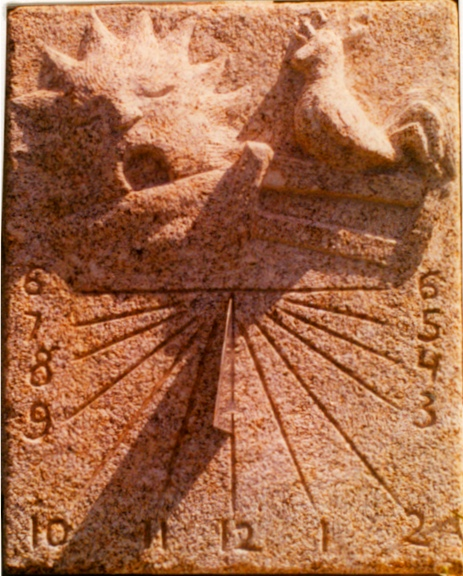 11 - Reloj de sol con relieve - piedra granito