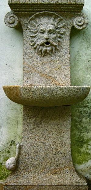 12 - Fuente de pared con caracol - piedra granito
