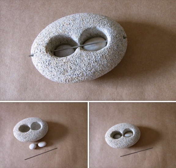 11 - Prisioneras, pisapapeles - piedra granito - 15x11x6cm aprox - Precio 100,00 €