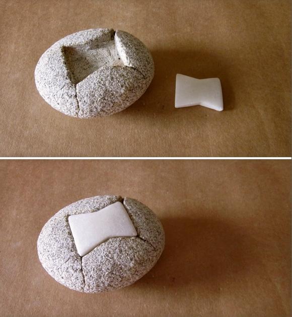 12- Pisapapeles con grapa de mármol - granito y mármol - 11x10x6cm aprox - Precio 50,00 €