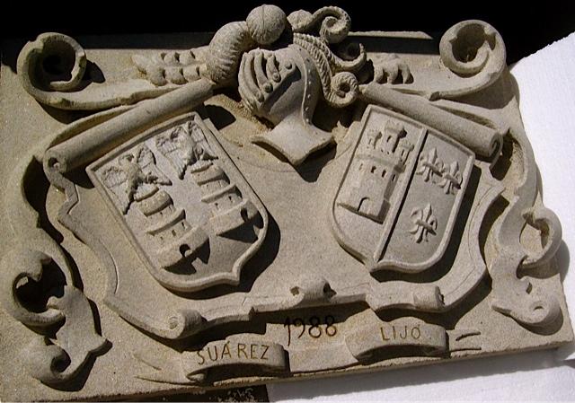 15 - Escudo doble Suarez Lijó - piedra granito