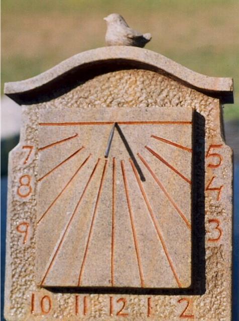 18 - Reloj de sol vertical con pajarito - piedra granito