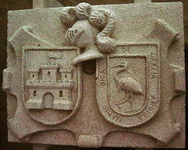 19 - Escudo doble - piedra granito