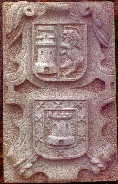 20 - Escudo doble - piedra granito