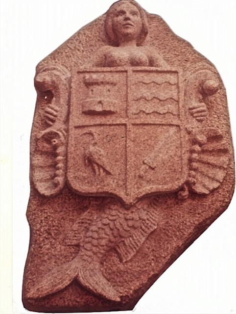 21 - Escudo con sirena - piedra granito