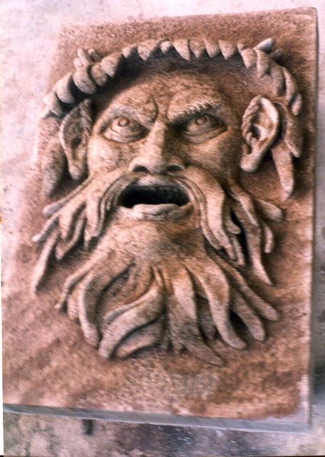 22 - Mascarón - granito envejecido