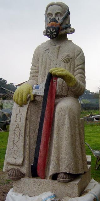 27 - Apóstol del Chapapote - 2,10m alt - piedra granito pintado - 2002