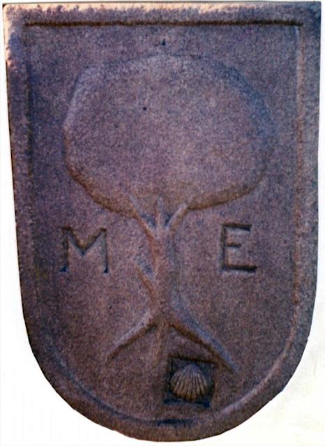 27 - Escudo Espiñeira. Boiro - piedra granito