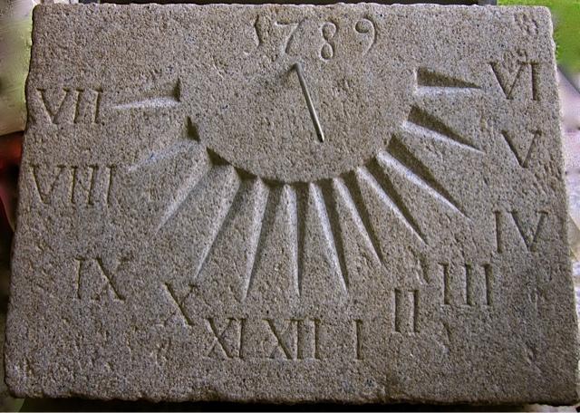 28 -Reloj de sol vertical - piedra granito