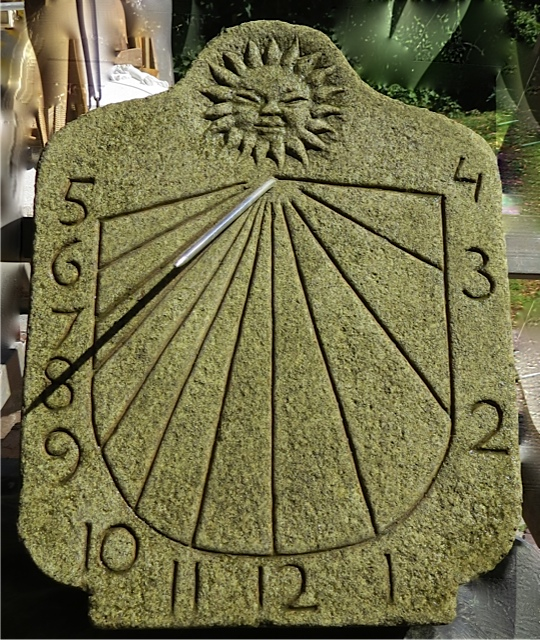29 - Reloj de Sol vertical - piedra granito