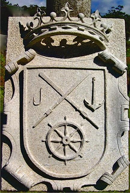3 - Escudo con corona - piedra granito