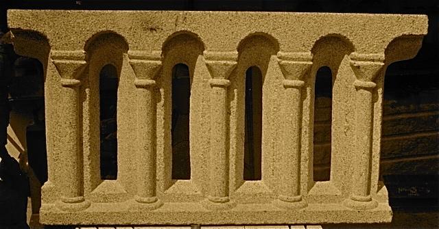 3 - Piezas para la restauración del coro del Maestro Mateo - piedra granito