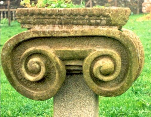 31 - Capitel macetero - piedra granito