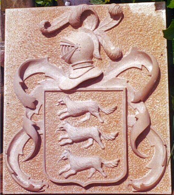 33 - Escudo - piedra caliza