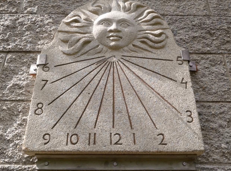 35 - Reloj de sol con sol - granito