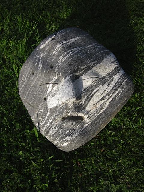 30 - Cara - piedra veteada - 46x40x25cm aprox - Precio 200,00 €
