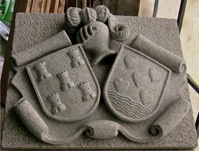 39 - Escudo doble - piedra granito