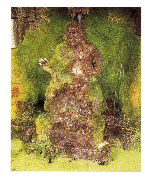 39-Réplica-del-grottesco-nano-Morgante-en-su-sitio-definitivo-granito-con-la-pátina-del-tiempo-y-musgo
