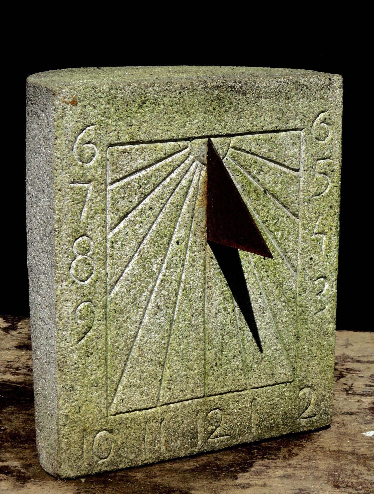 40 - Reloj de Sol . granito