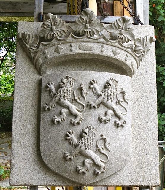 42 - Escudo Duque de Dino - piedra granito