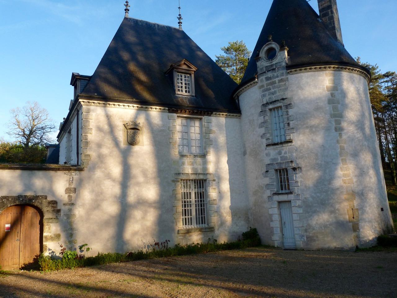 43 - Escudo Duque de Dino en Chateau de La Chatonnière