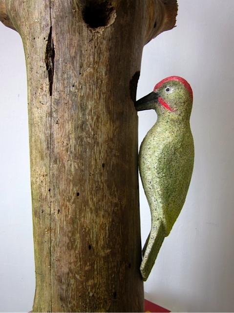 43- Pájaro carpintero - piedra granito pintado - 25x10x10cm aprox