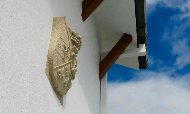 45 - Escudo Pita da Veiga en su sitio