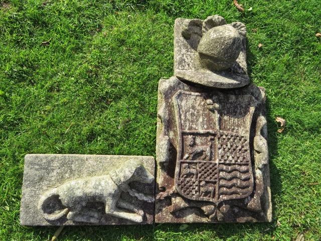 47 - Escudo de Caamaño - piedra granito