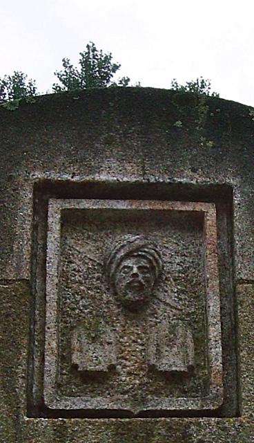 5 - Escudo Fundación Camilo José Cela. Iria Flavia - piedra granito