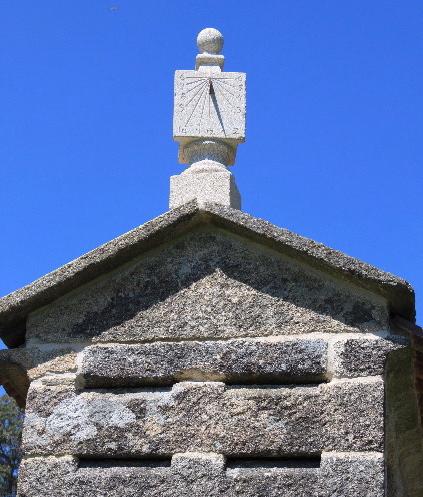 5 - Reloj de sol ,remate hórreo - piedra granito