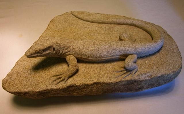 50- Lagarto - piedra granito - 48x28x12cm aprox
