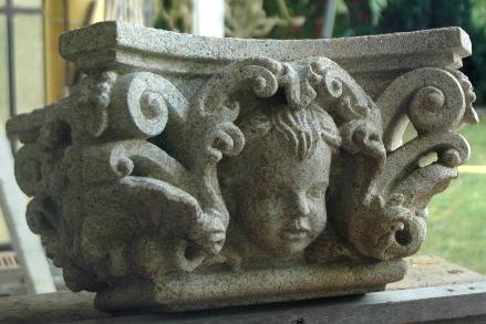 7 - Capitel barroco - piedra granito