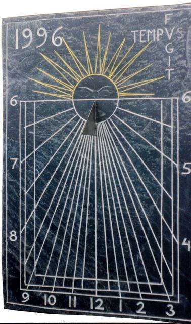 7 - Reloj de sol vertical TEMPUS FUGIT - pizarra