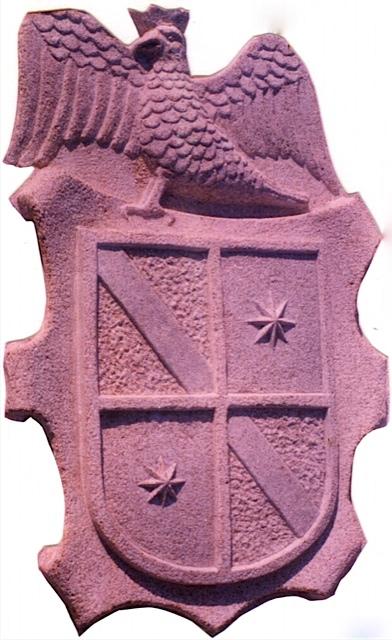8 - Escudo con águila - piedra granito